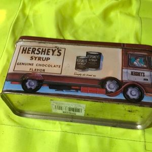 Hershey's containers